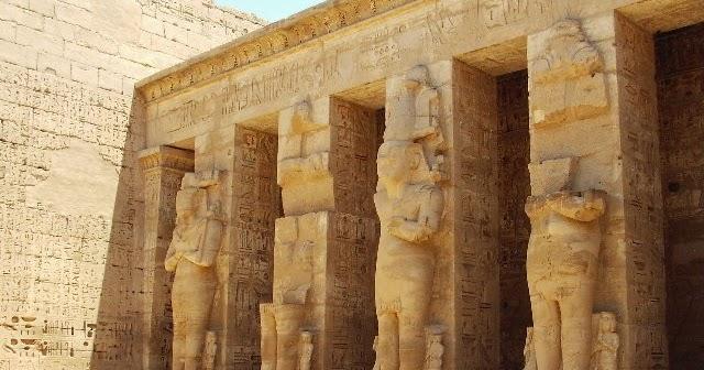LOS ARTISTAS EN EL ANTIGUO EGIPTO NO LO SE O SI