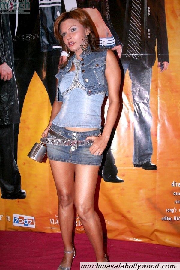 Rakhi Sawant showing her bare legs