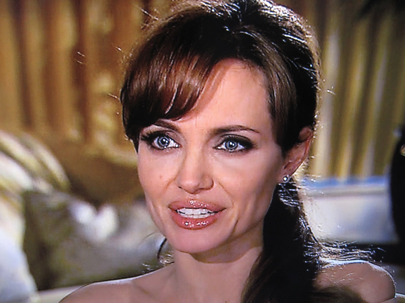 Angelina Jolie Talks Kids, Movies and Gets Personal with ...