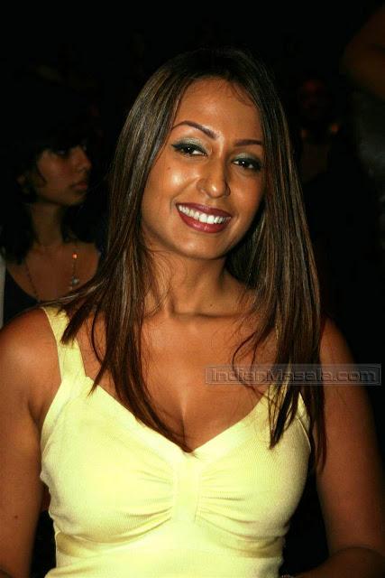 Film Actress Photos Kashmira Shah Hot Boob Show In -5862