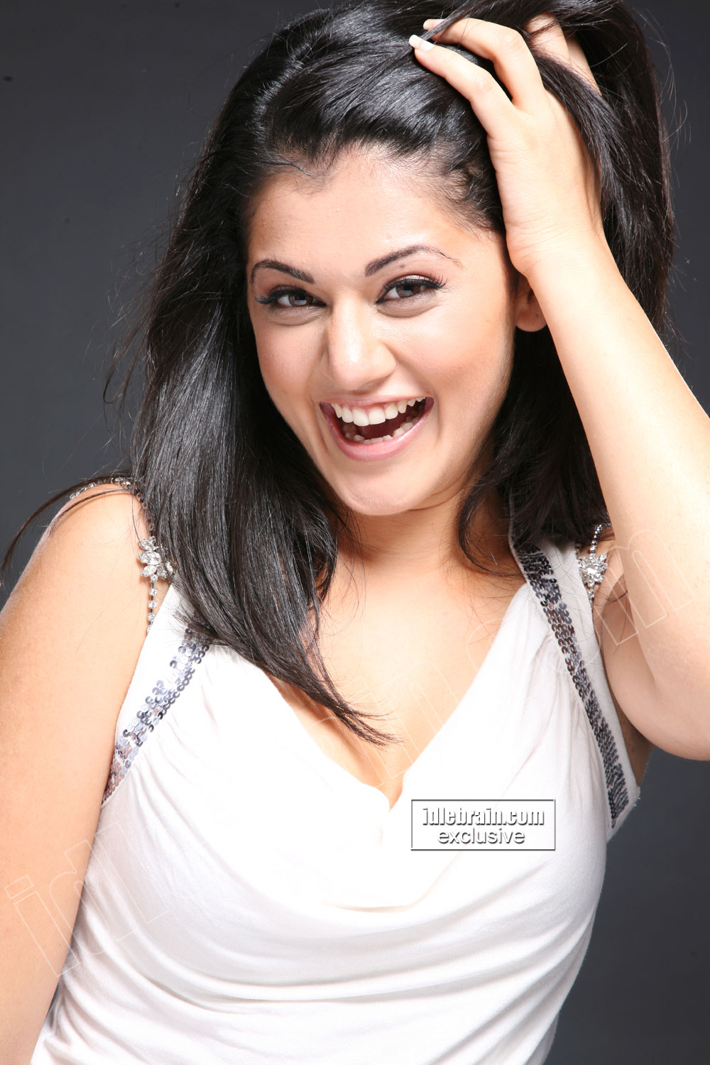 South Indian Cute Actress TAPSEE Photo Gallery