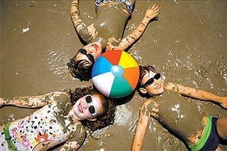 7ddbe883c3806 Sim, criança também tem que usar óculos escuros - principalmente no verão.  Com a maior incidência de raios solares no hemisfério Sul durante o verão,  ...