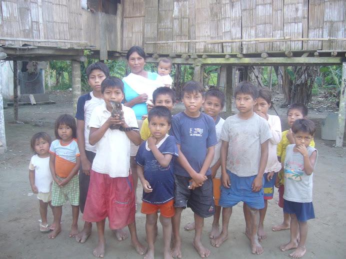 Visita a los niños de la comunidad la Isla