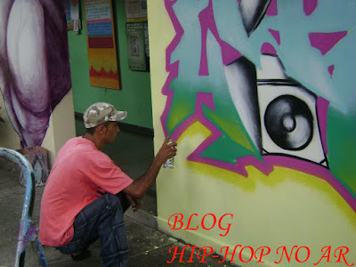 https://1.bp.blogspot.com/_aRioRz9OGT8/STva7Rol3-I/AAAAAAAAAVQ/tcl8WSJ7UqU/s400/hip-hop+em+a%C3%A7ao+010+c%C3%B3pia.jpg