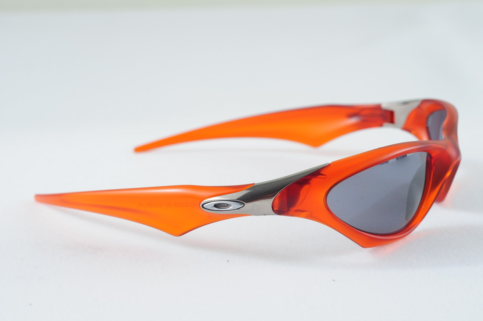 6135178db2b2d Oakley Saint  Scar Persimmon Black Lens