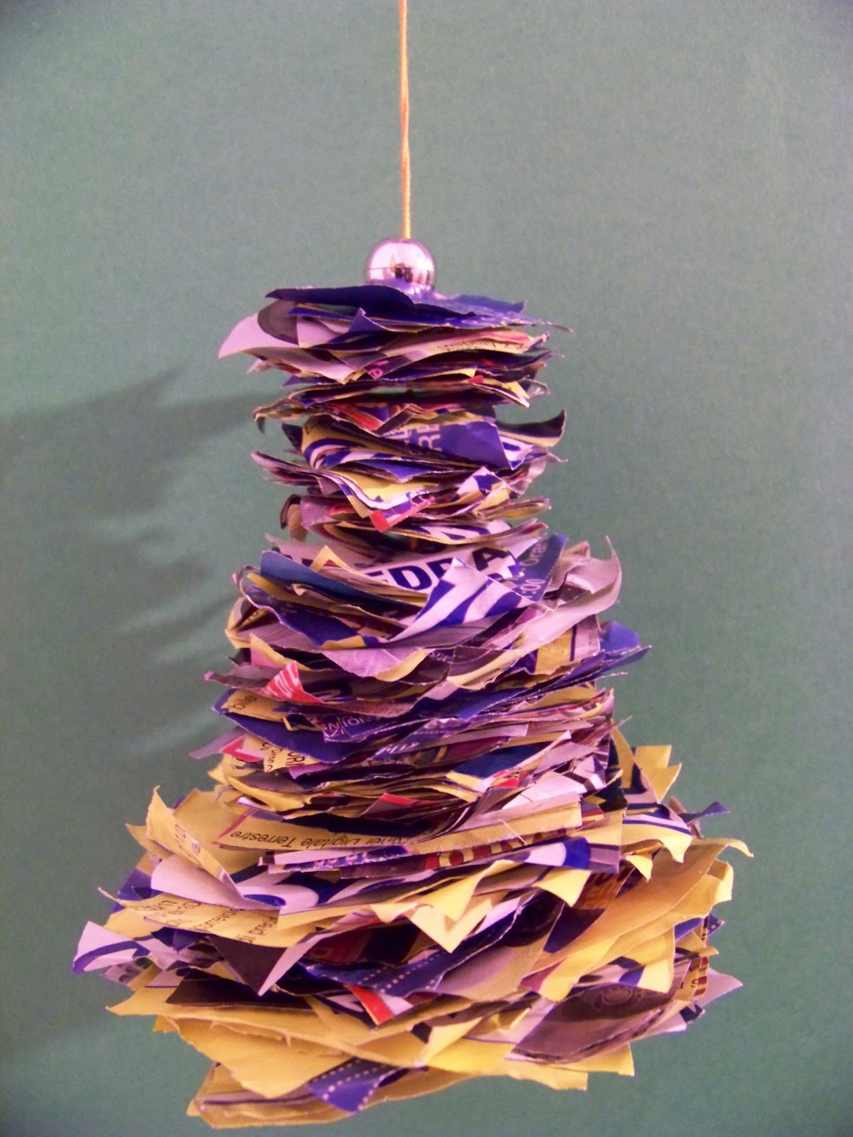 Top MammA GiochiaMo?: Lavoretto di Natale: albero 3D con carta di giornale WT94