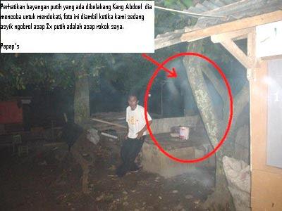 Koleksi Foto Hantu: Hantu kuntilanak di tempat ronda