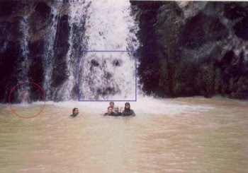 Koleksi Foto Hantu: Gambar hantu di air terjun