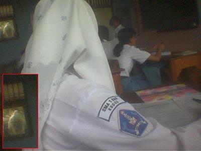 hantu dalam kelas