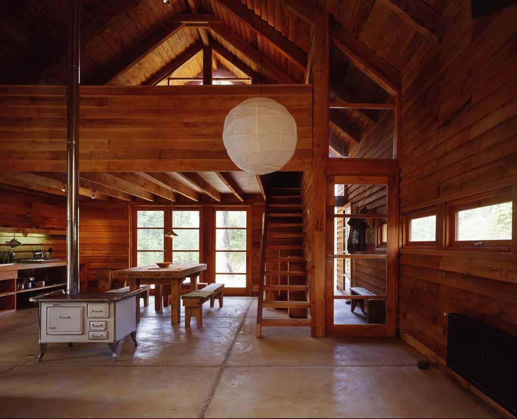 Casa galpon cazu zegers tecno haus for Galpon de madera para jardin