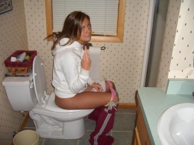 Hot Teens Using The Bathroom 31