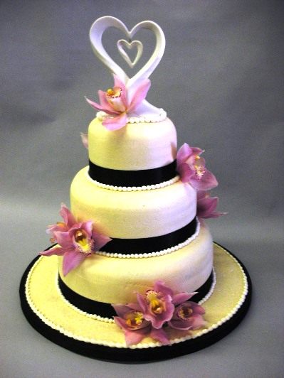 sugarpaste wedding cake decorations linh s this cake doesn 39t match the theme though 20583