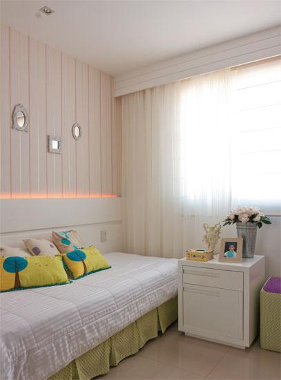 Casa da blogueira com sala cor de rosa. Blog Achados de Decoração