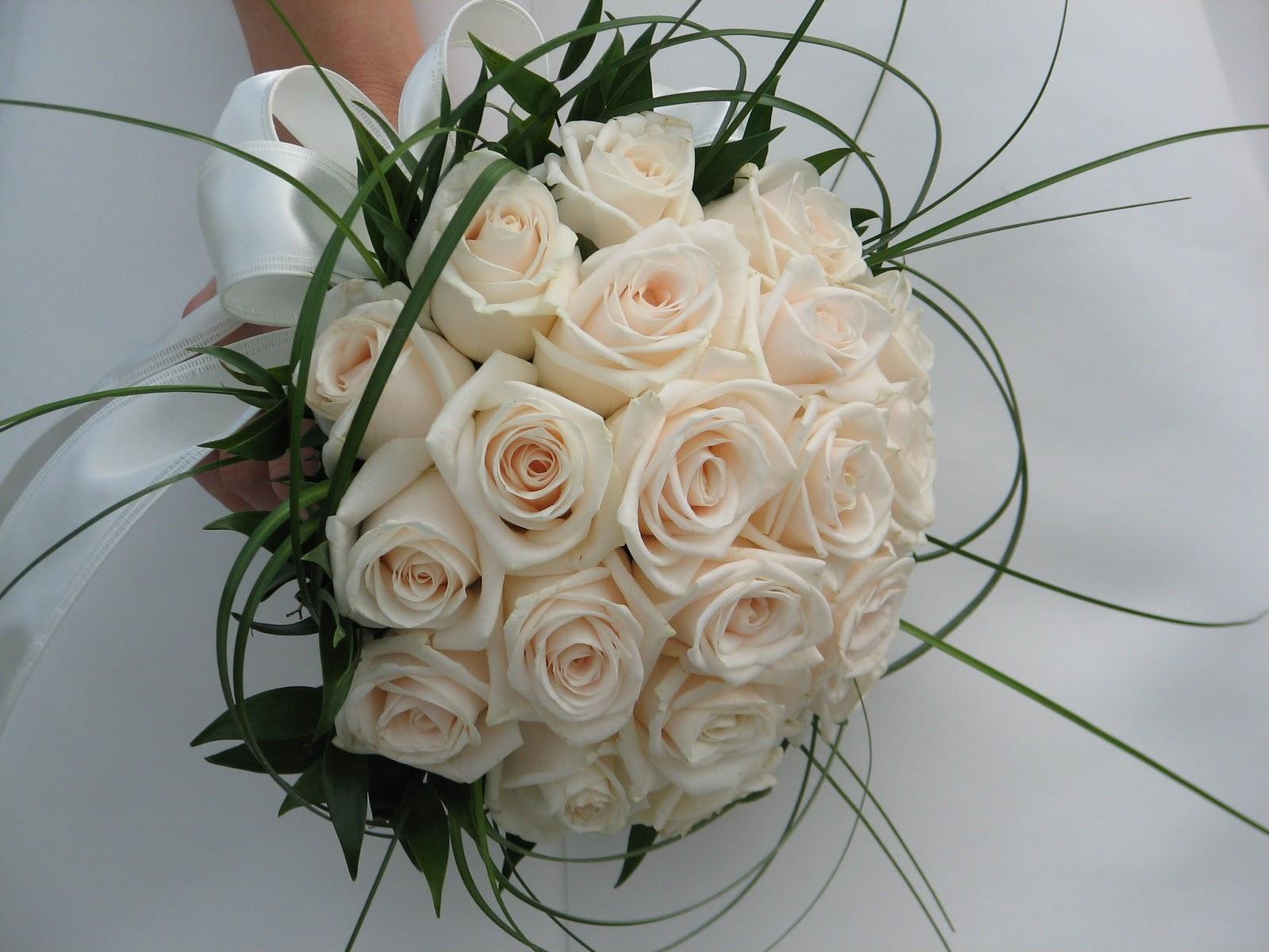 Bouquet Sposa Con Rose Bianche.Lovely Planning Ad Ogni Sposa Il Suo Bouquet