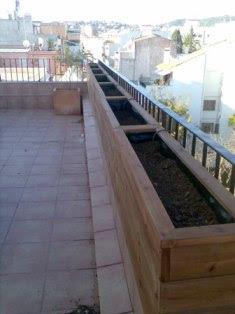 Jardines y jardineras de madera de pino a medida para - Jardineras para terrazas ...