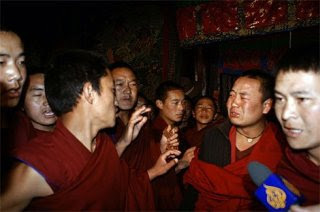Jokhang monks hold a press conference