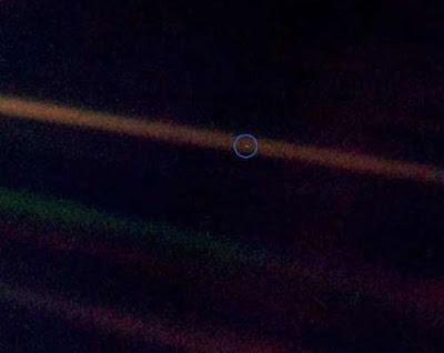 عکسی از زمین در فضا