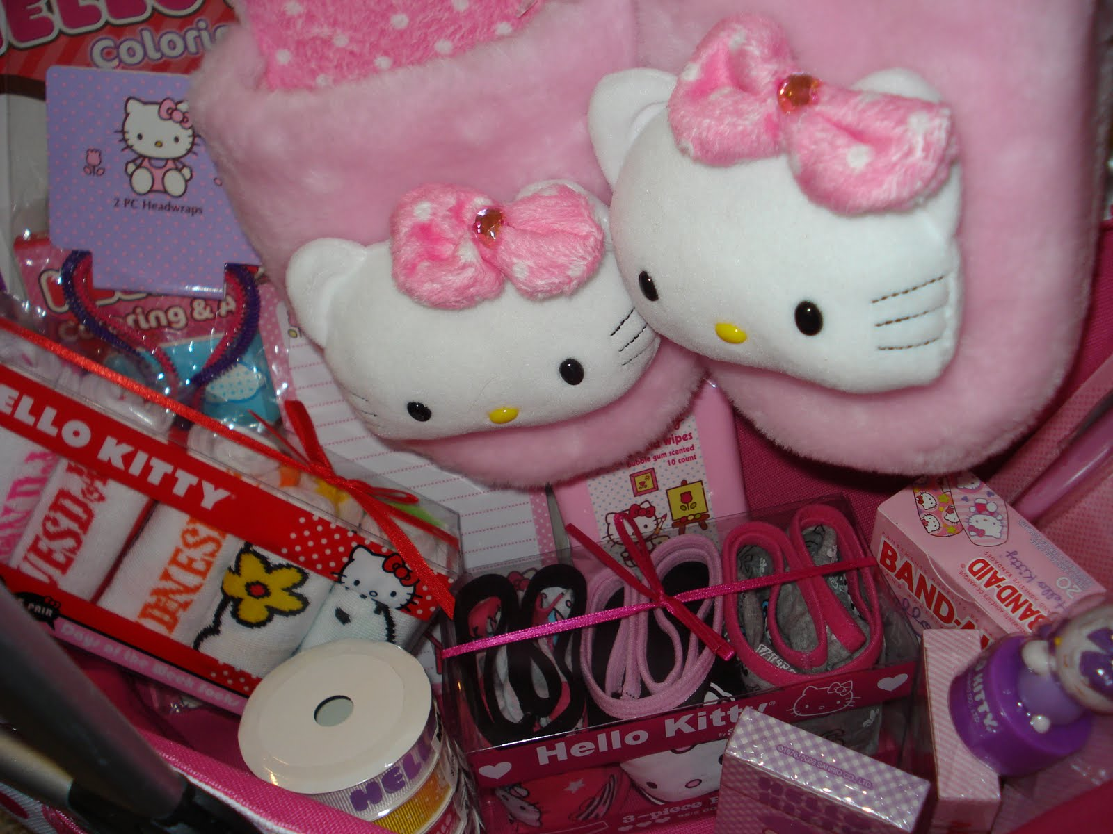 Hello Kitty Wedding Gift: Life Diary: 15 Gift Baskets Perfect For The Holidays