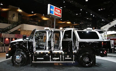 Big Huge Ford SUV - 14Pics | Curious, Funny Photos / Pictures