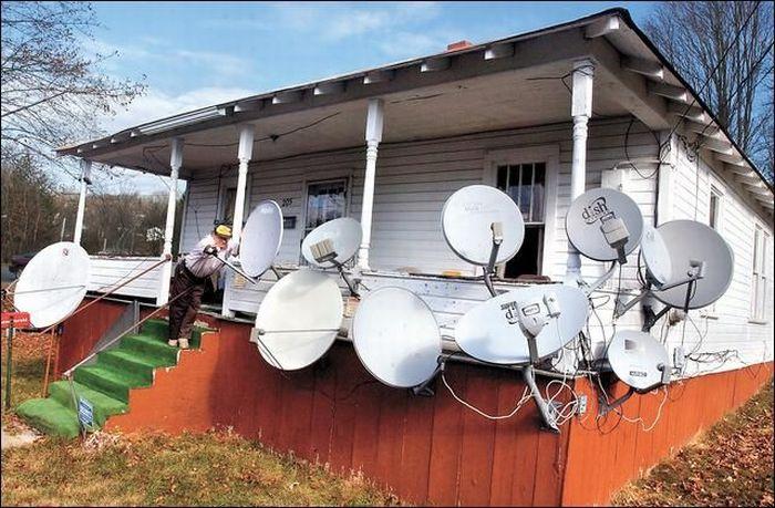 Antenas de TV em lugares diferentes