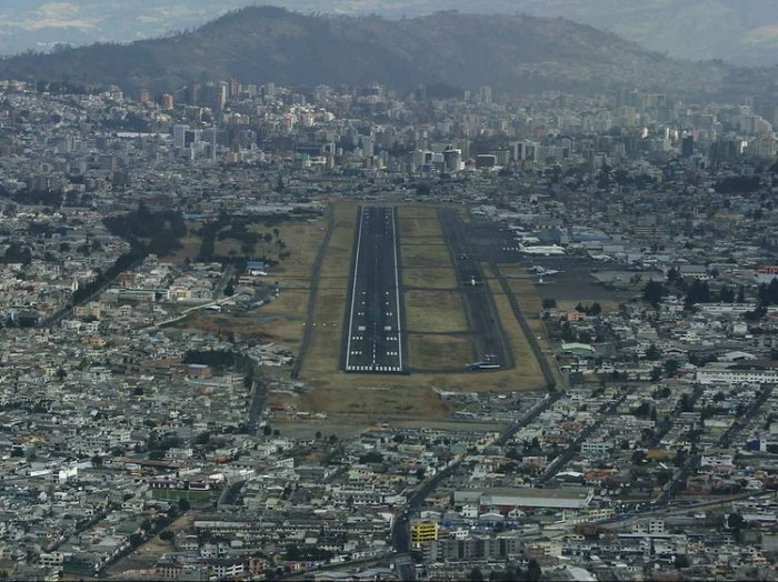 The most dangerous runways of the world: 25