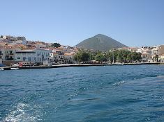 Με θέα το λιμάνι και τον Άι Νικόλα