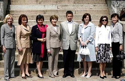 Foto de las parejas de los líderes del G8