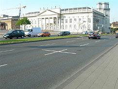 Un millar de cruces sobre el pavimento