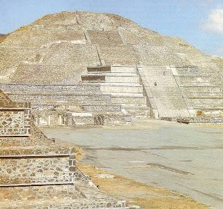 Pirámide de la Luna de la ciudad de Teotihuacán