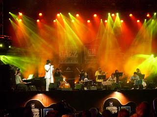 La Orquestra Típica Imperial en el escenario central