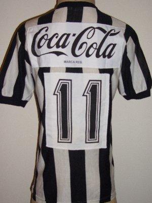 Como extra uma foto do ex-lateral direita Paulo Roberto vestindo a mesma  camisa da nossa foto e5bb76abb608b