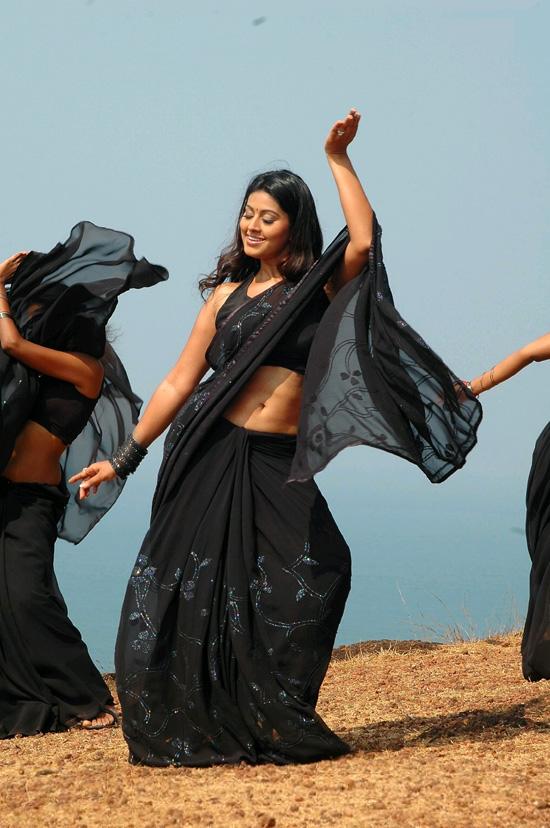 Sneha hot navel show in saree