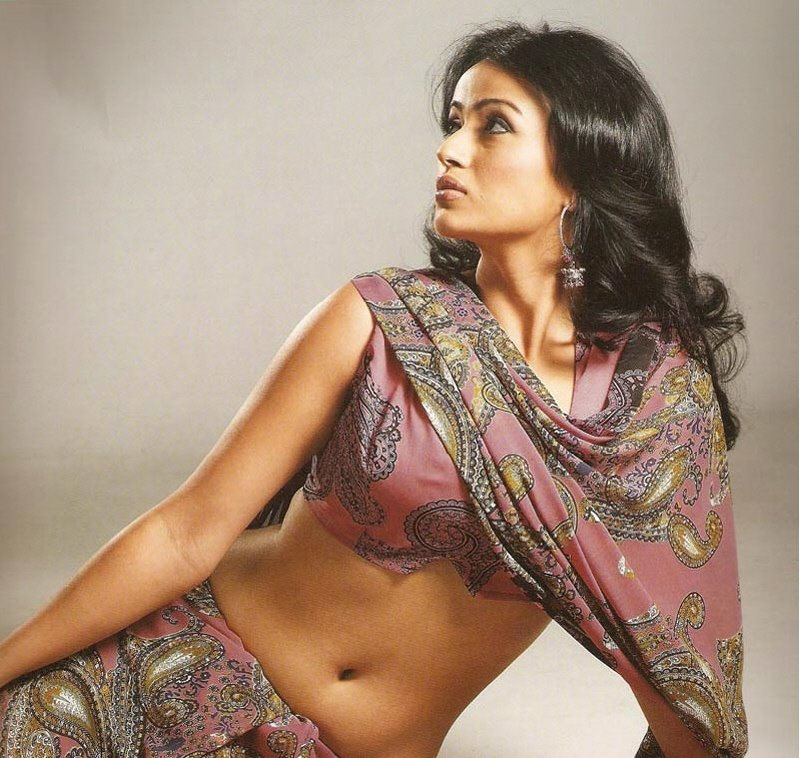 Hot And Sexy Models In Saree