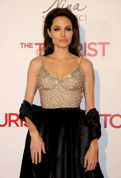 Angelina bj en traje de rejilla