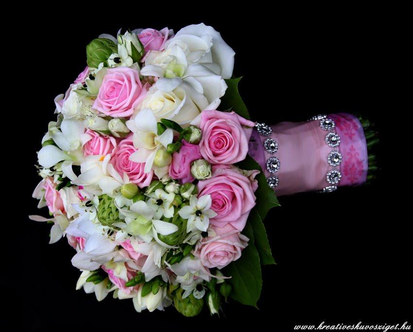 6c937ece4d Bár hordani nem hordok magamon semmi ilyet, de mikor kiderül, hogy a  menyasszony is szereti vagy a ruháján is van akkor előveszem a kincses  dobozt :))