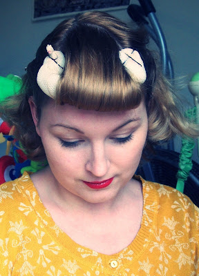 easy step by step victory rolls vintage pin up hair tutoria
