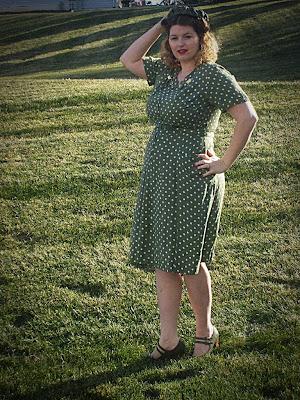 1940s plus size polka dot vintage dress
