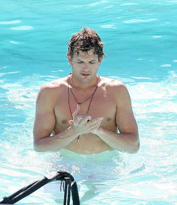Nipple Sighting: Ashton Kutcher