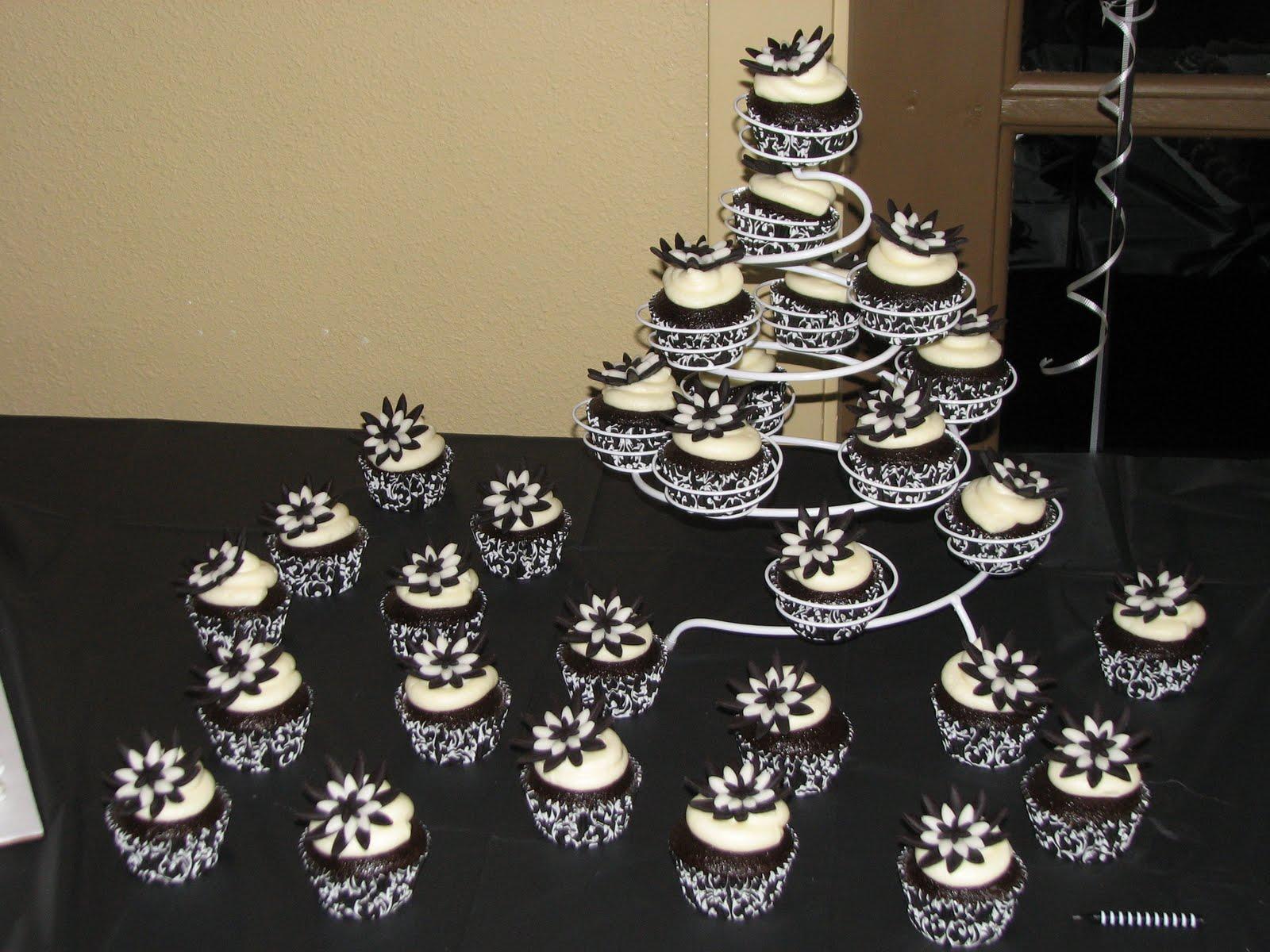 Gotta Love The Cupcakes Black Amp White Sweet 16