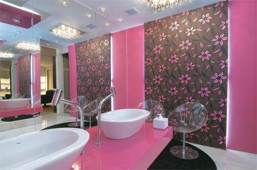 decoração com papel de parede para banheiro