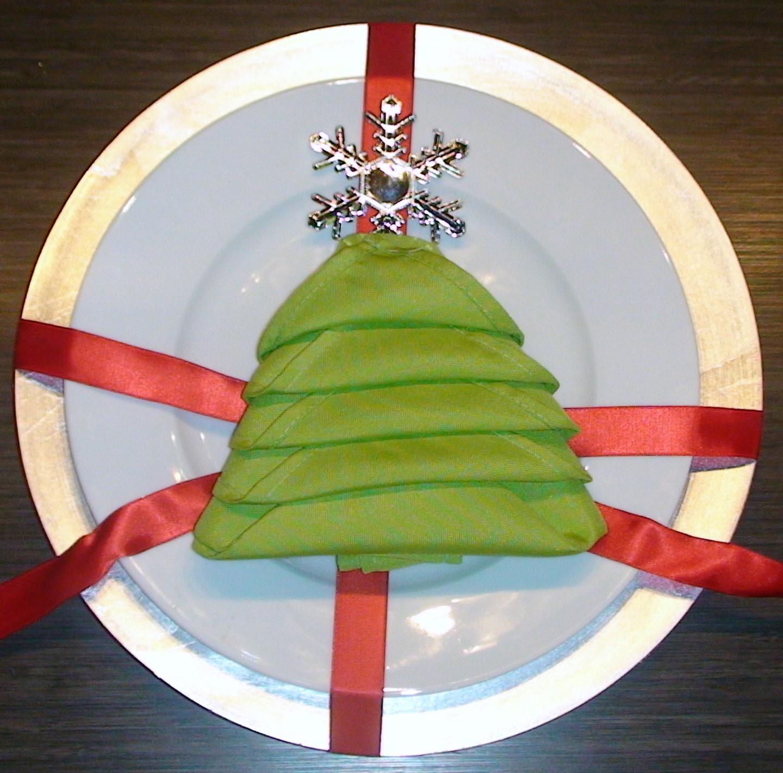 designs studio & co.: A Christmas Tree Napkin