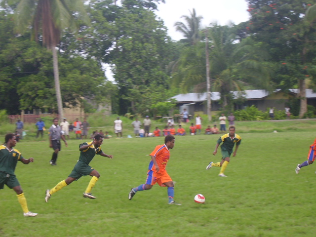 Santos midfielder Darwin with the ball