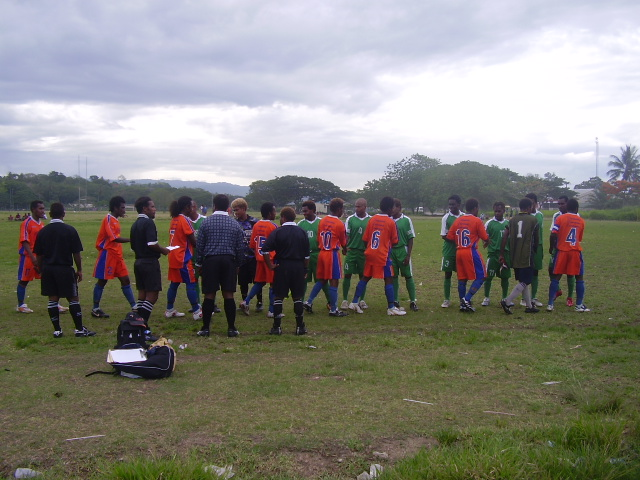 SANTOS FC V DMP FC - PLAYERS LINE UP & SHAKING HANDS BEFORE MATCH KICK OFF ON 13.11.07 (KGVI NORTH)