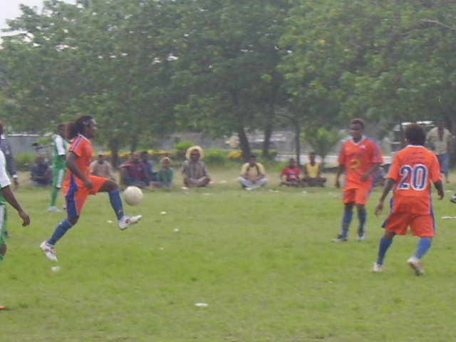 SANTOS CENTRAL DEFENDER (STOPPER) DAVE HIBA WITH THE BALL