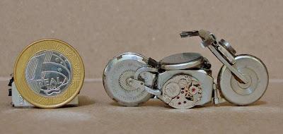 9596c04fd40 1 + - (ummaisoumenos.blogspot.com.br)  Motos feitas de peças de relógios Small  motorcycles-watch parts