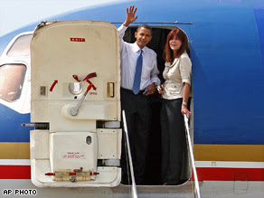 Obama waves after precautionary landing in St. Louis on July 7, 2008. photo AP in CNN.
