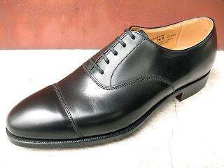 04cb90dcce345 El resultado suele ser un zapato muy formal ya que en él apenas se averigua  la lengüeta.
