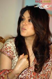 Preity Zinta Boob Show 76
