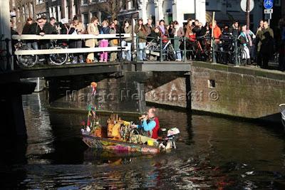 Amsterdã - Sol e música no canal