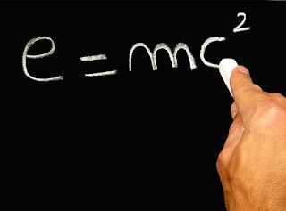 relativitas dalam menulis